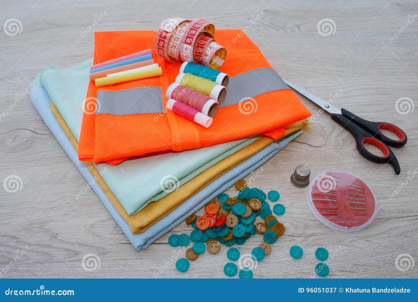 Matériel, mobilier et installations pour coudre dans l atelier de couture de concepteur outils pour coudre pour le passe-temps