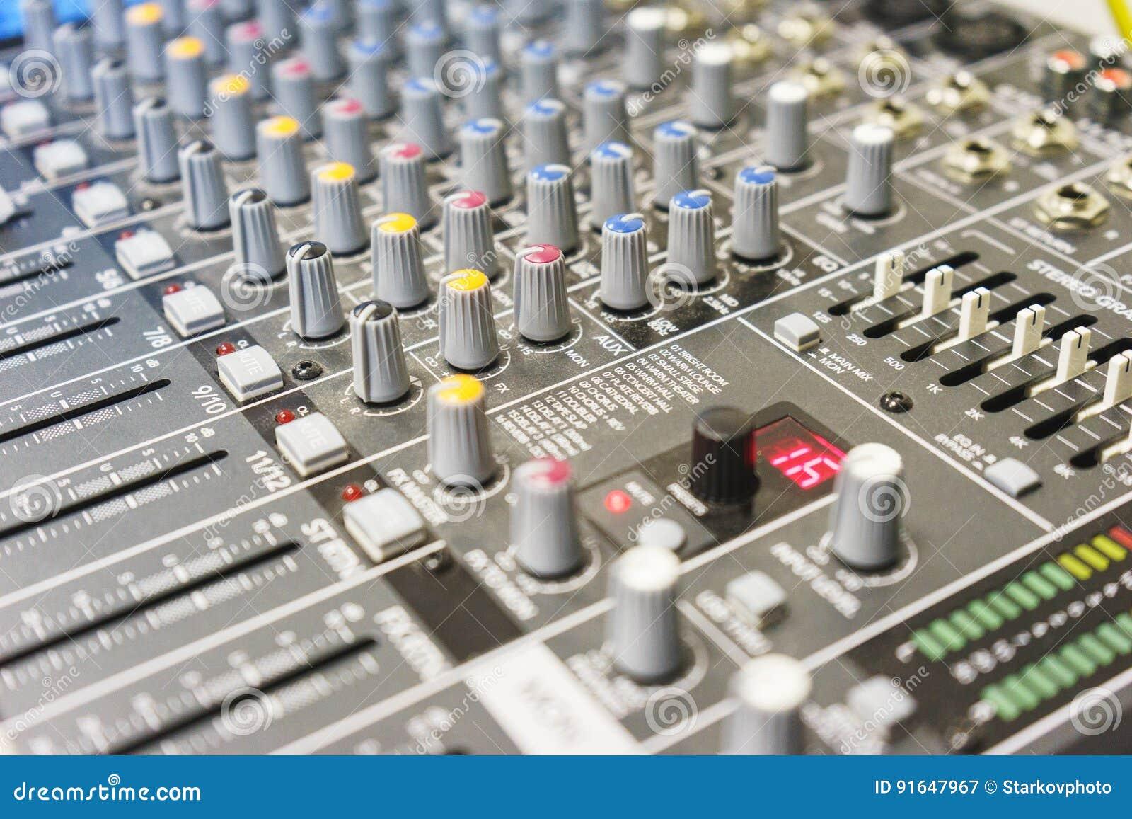 Matériel son pour une boîte de nuit une discothèque ou un studio d