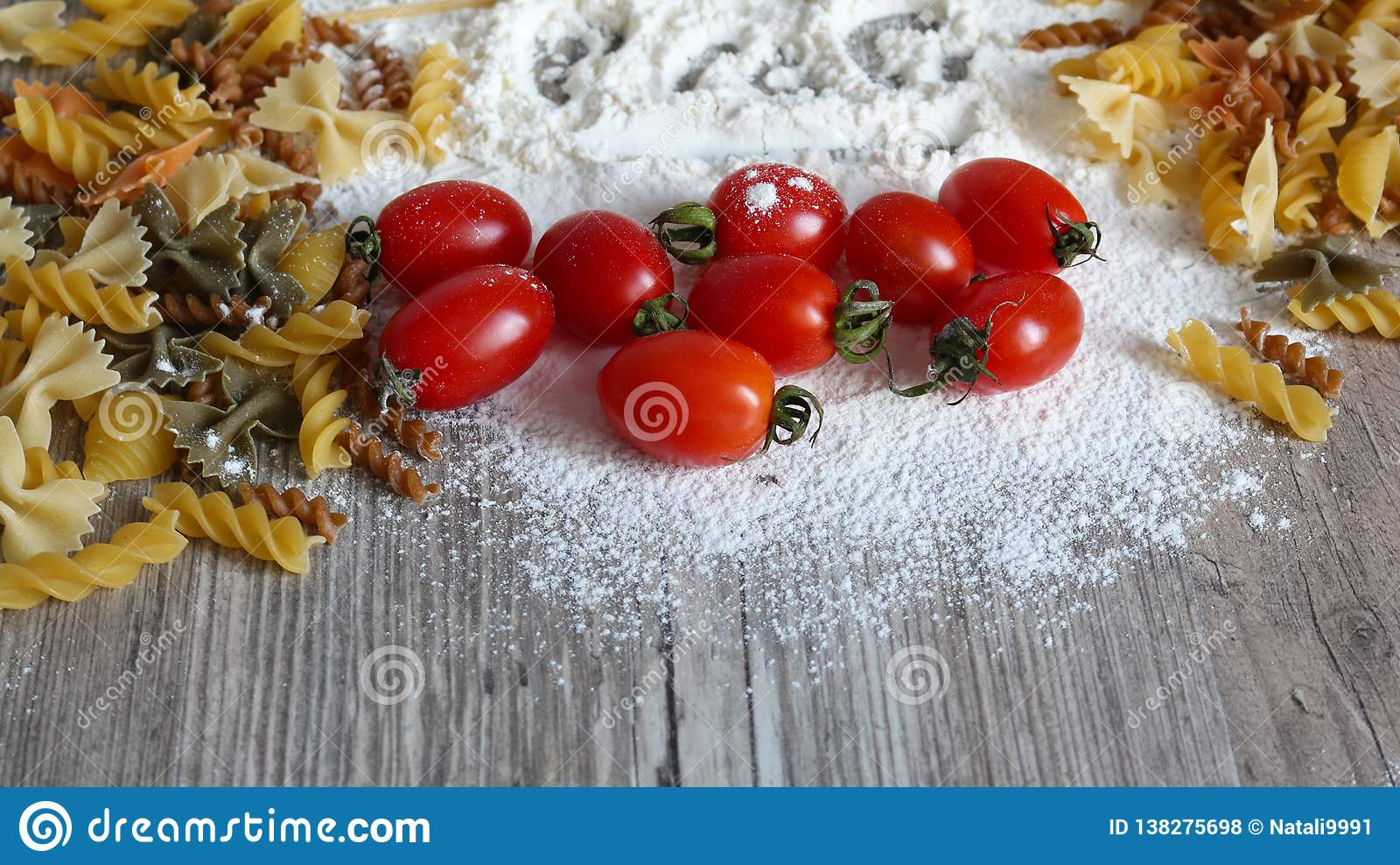 Mat, italiensk pasta och grönsaker