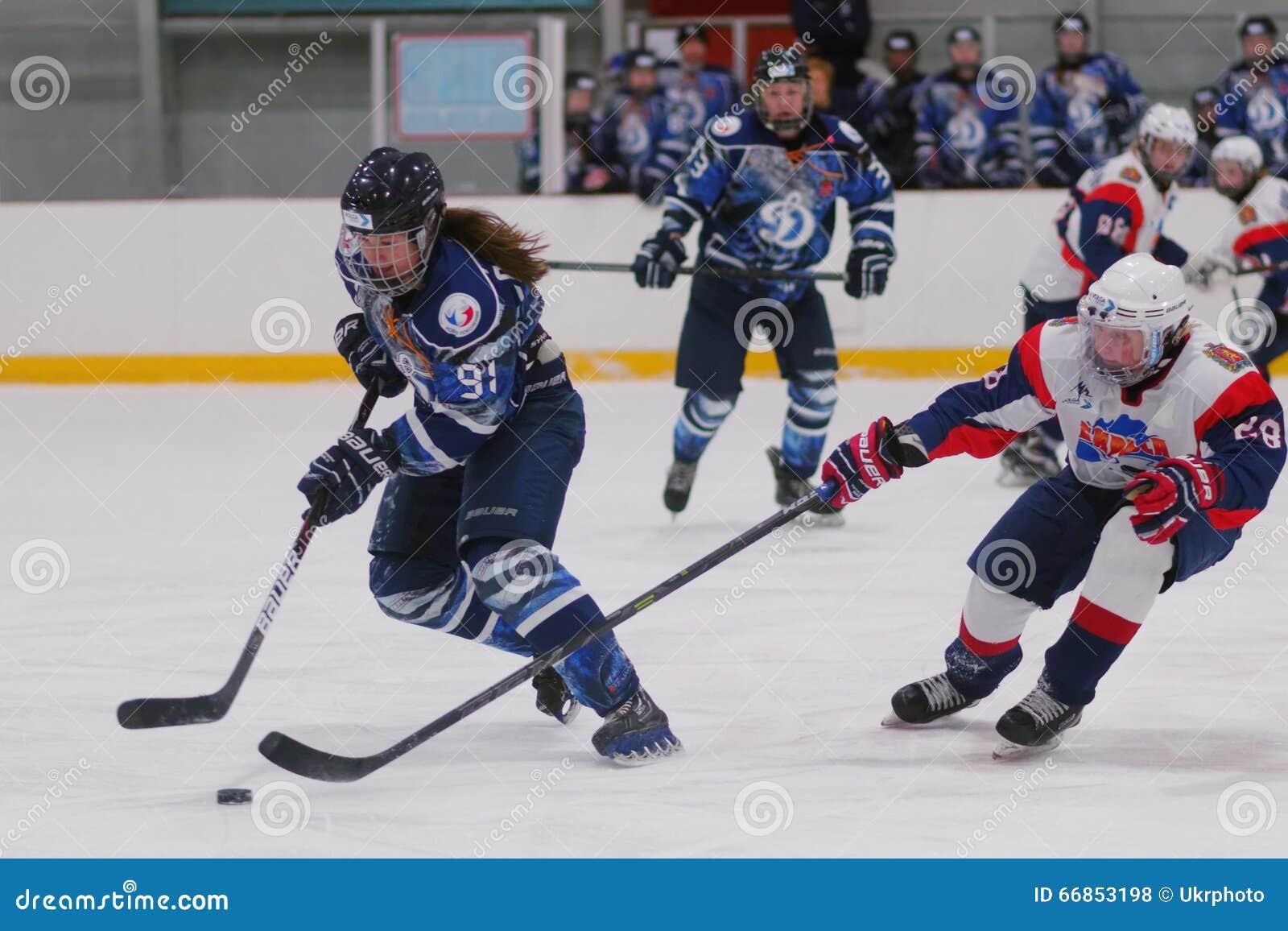 Match de hockey sur glace de femmes Dinamo St Petersburg contre Biryusa Krasnoïarsk