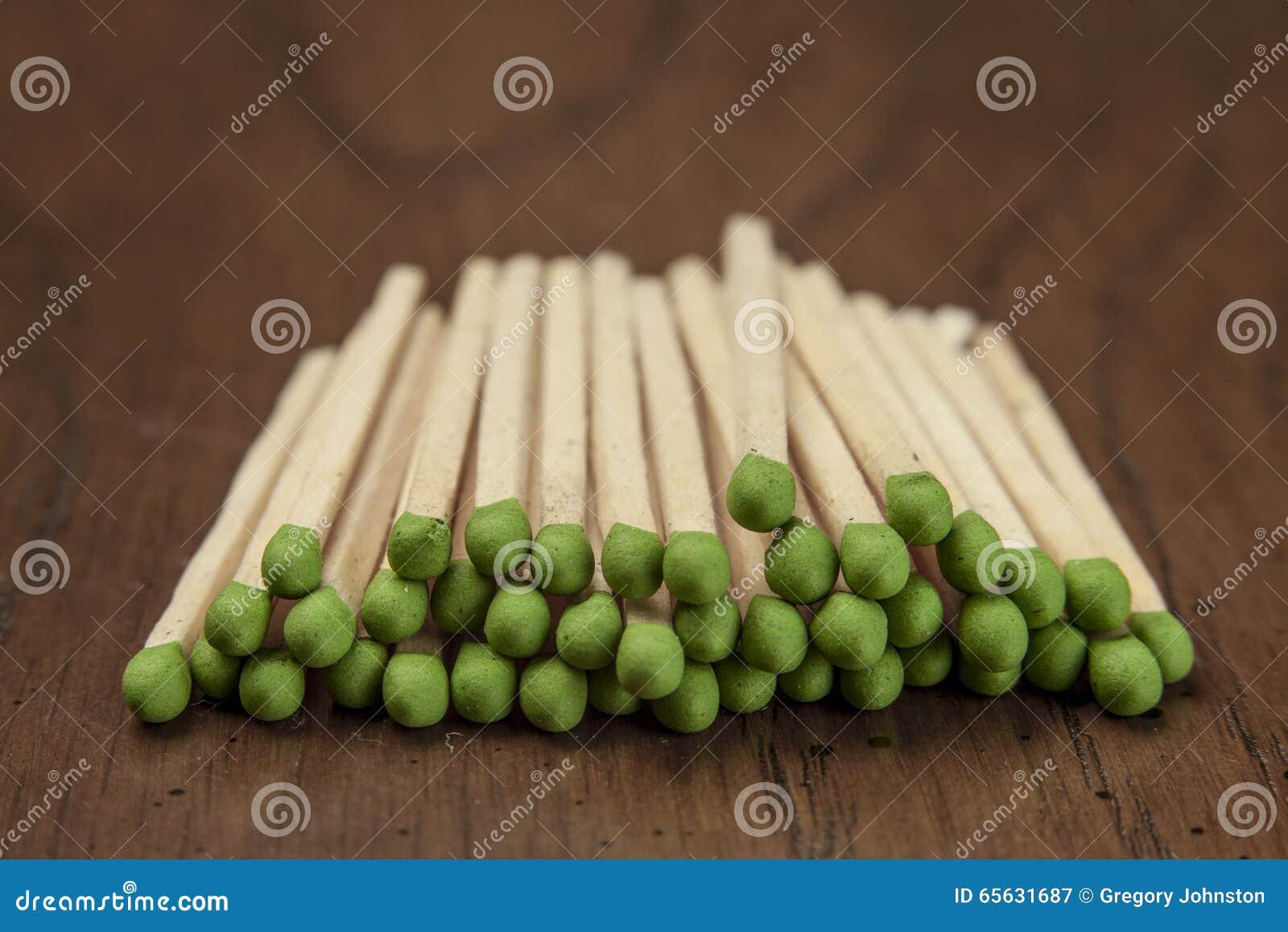 Matchs inclinés par vert empilés