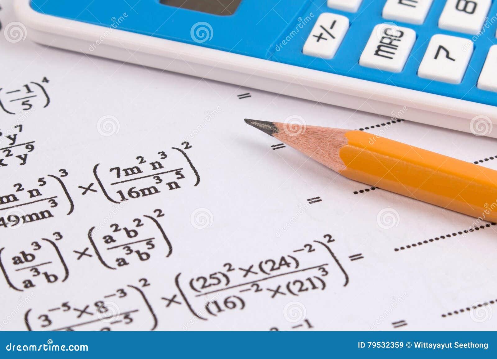 Matemática, close-up das equações da matemática Trabalhos de casa da matemática ou exames da matemática