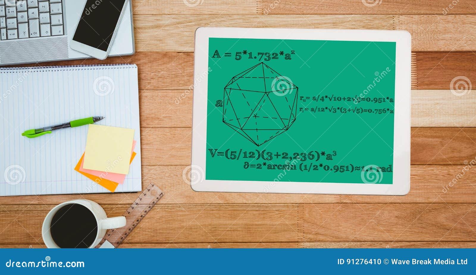 Matematikdiagram och likställande på den digitala minnestavlan vid anteckningsboken