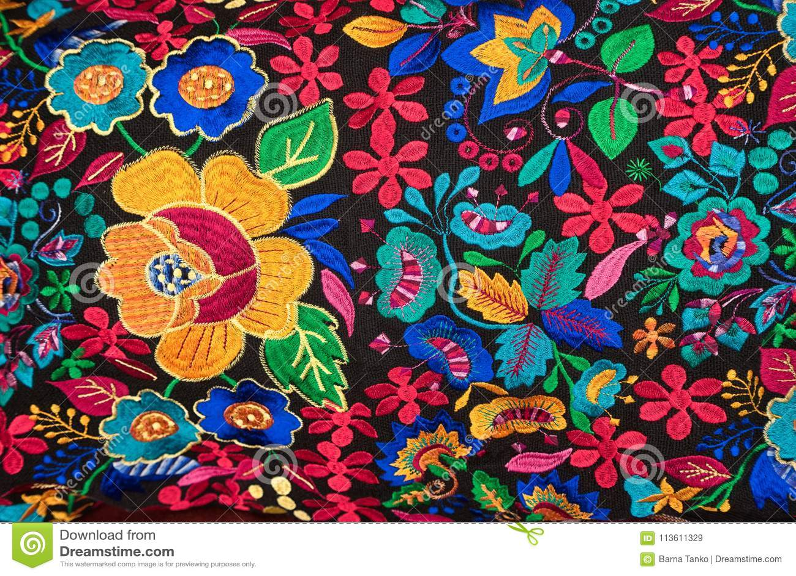 Materia textil indígena colorida en Otavalo Ecuador