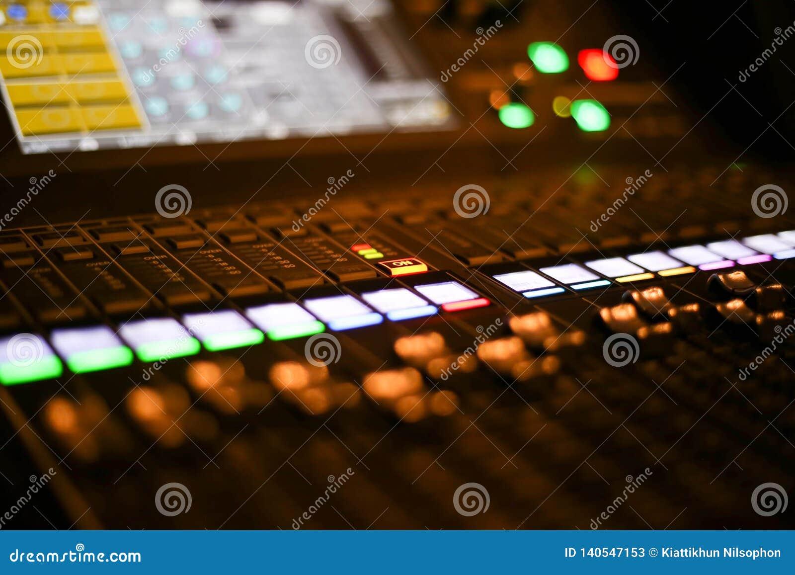 Materiaal voor correcte mixercontrole in de post van studiotv, Audio en Videoproductieswitcher van Televisie-uitzending