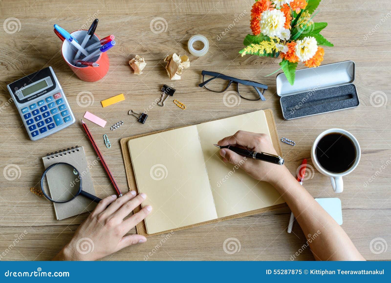 Material de oficina y taza de caf en el escritorio imagen for Mayorista material oficina
