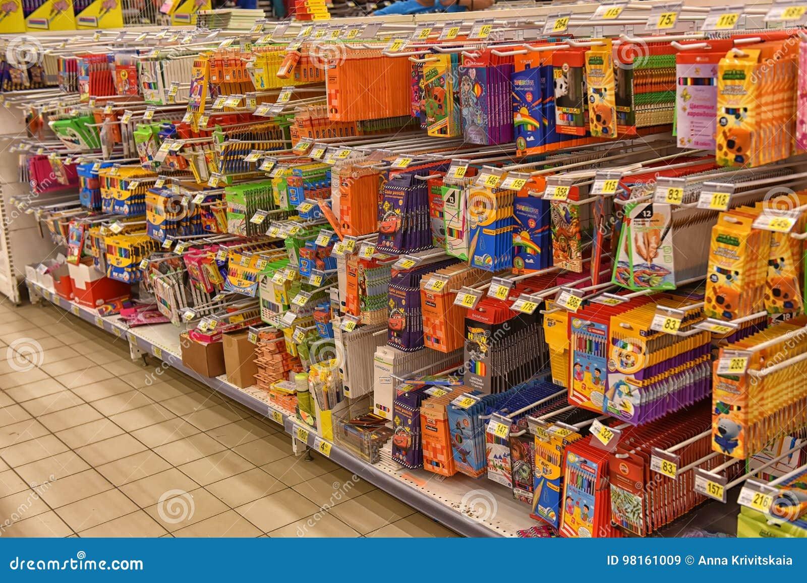 ea2c86cc0c5e Materiales De Oficina Por El Curso Académico En El Supermercado ...