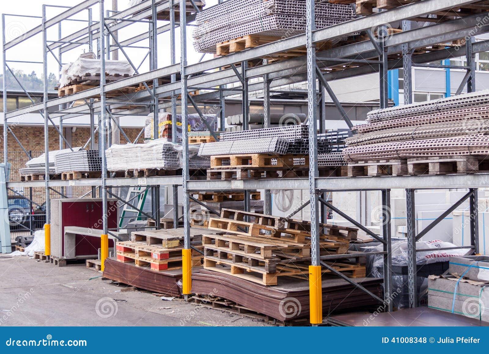 Materiales Del Edificio Y De Construcción En Un Almacén Foto de ...
