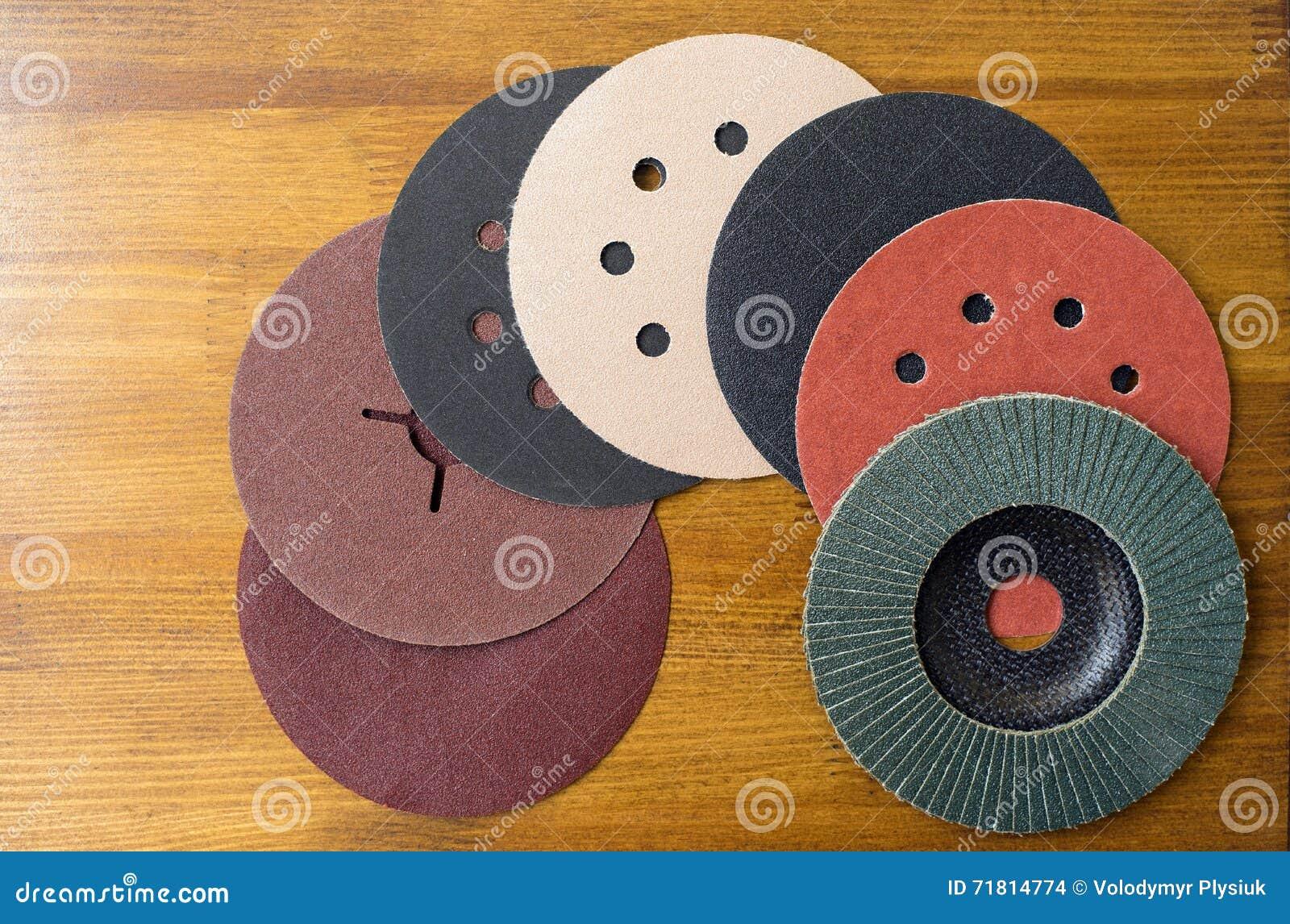 Materiali abrasivi strati di carta vetrata e del primo for Stima dei costi del piano