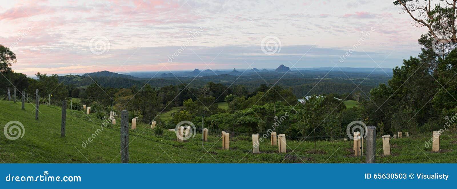 Matin en verre de panorama de montagnes de Chambre