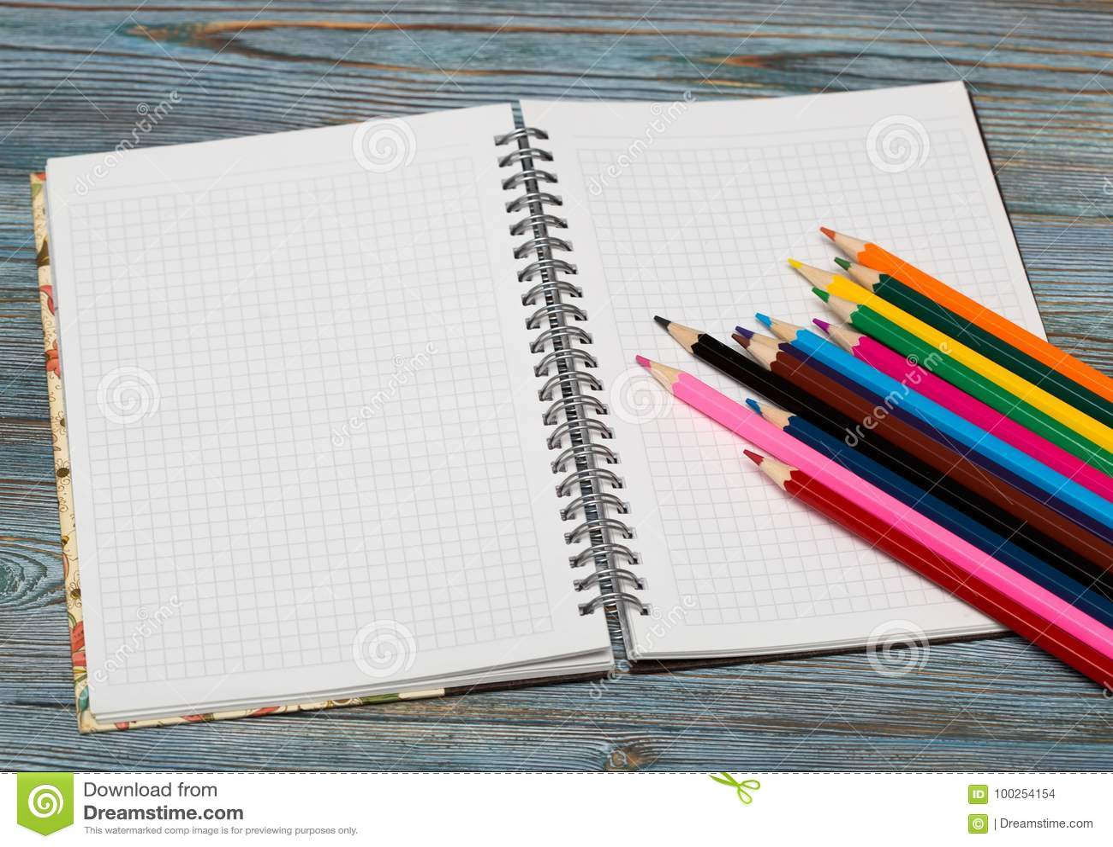 Matite Disegnando con una matita Apprendimento dissipare