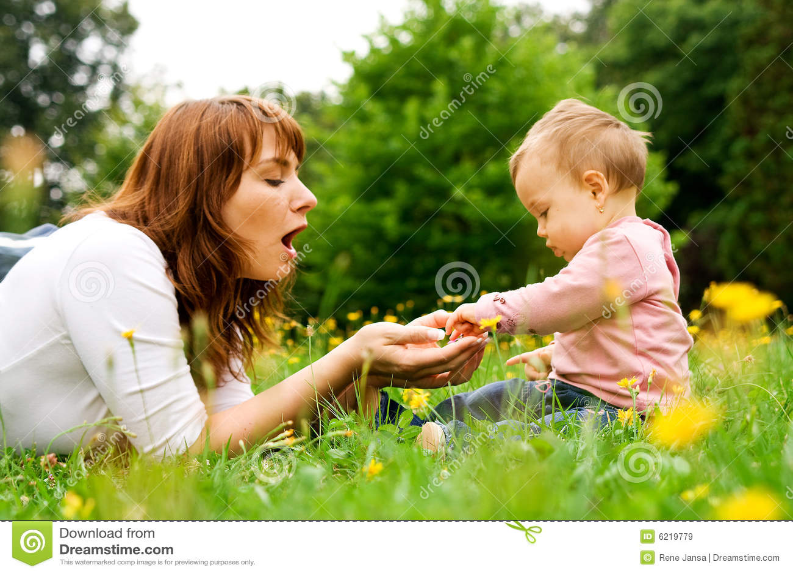 Matka dziecka grać