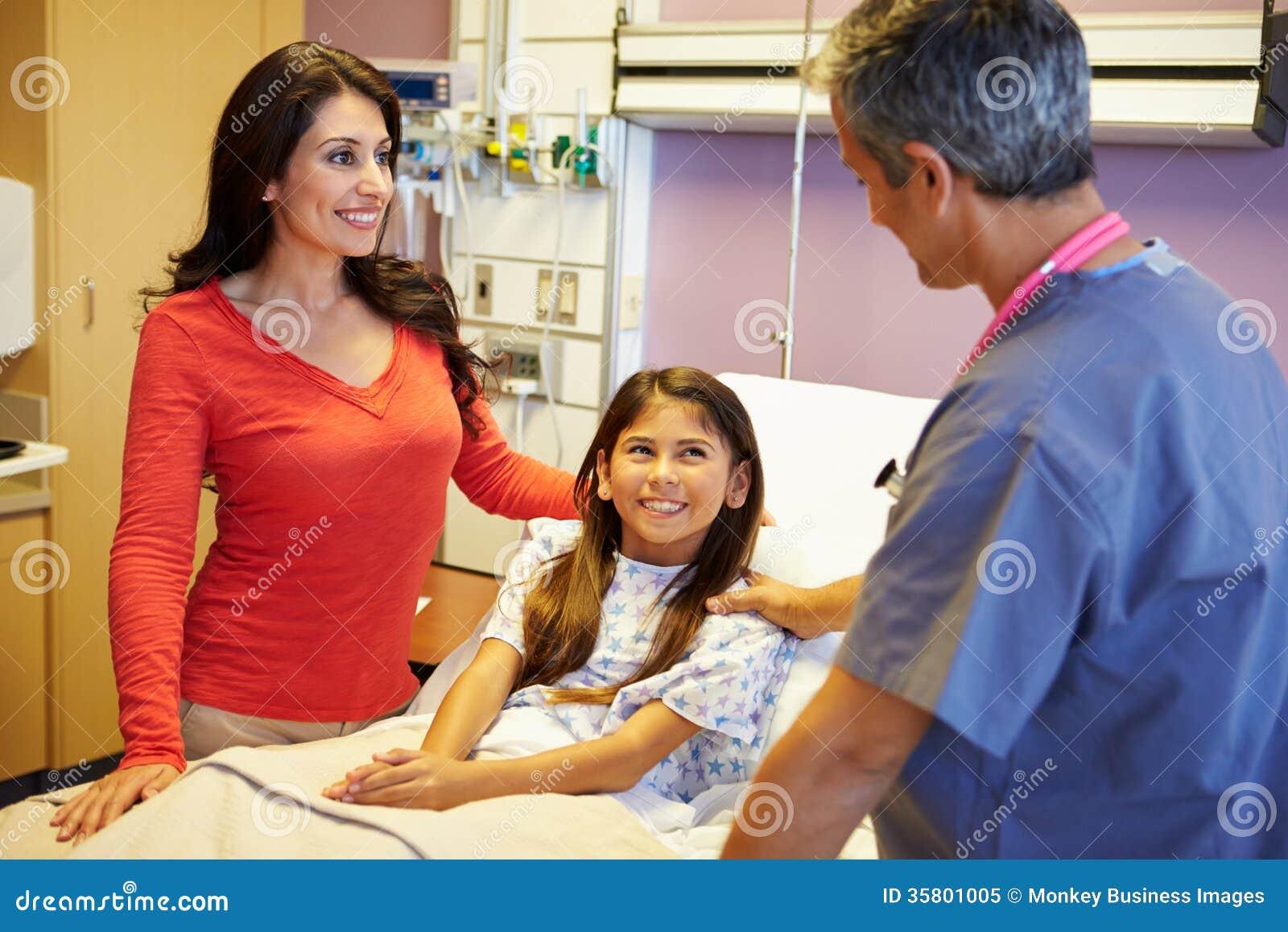 Matka I córka Opowiada konsultant W sala szpitalnej