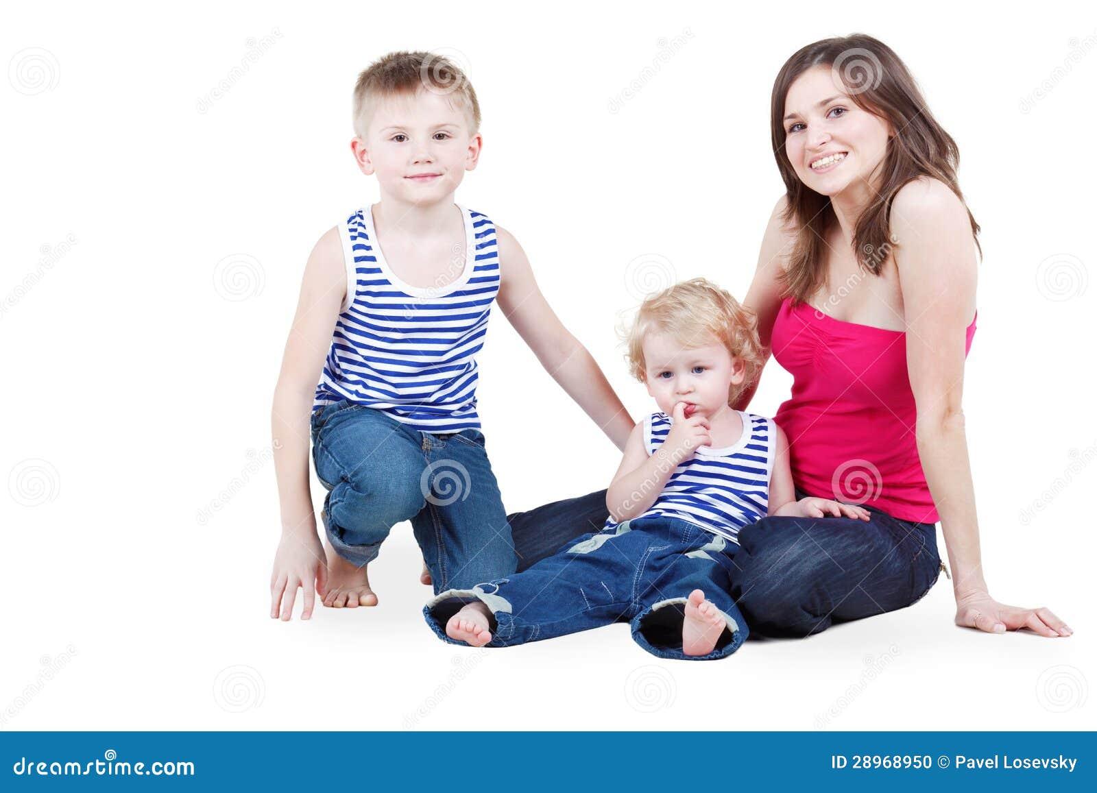 Matka i dwa syna siedzimy na podłoga