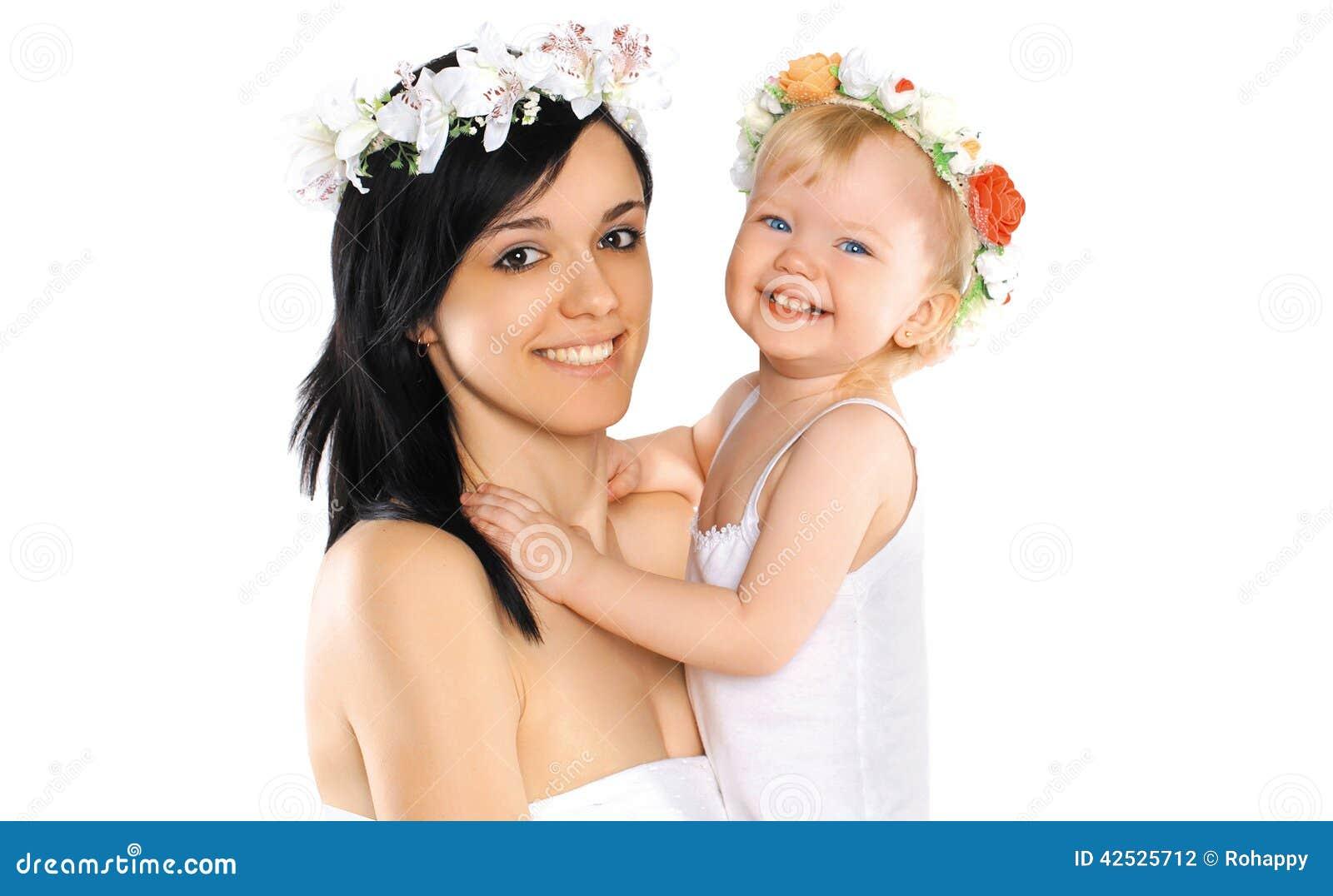 Matka i dziecko ono uśmiecha się z kwiatem