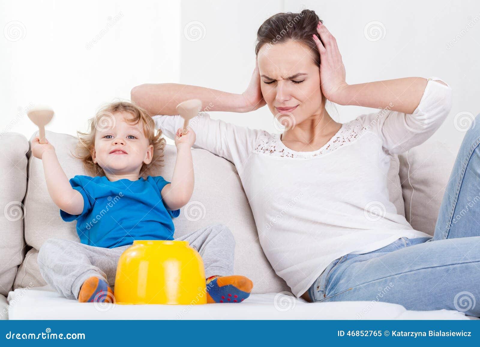 Matka i jej głośny dziecko