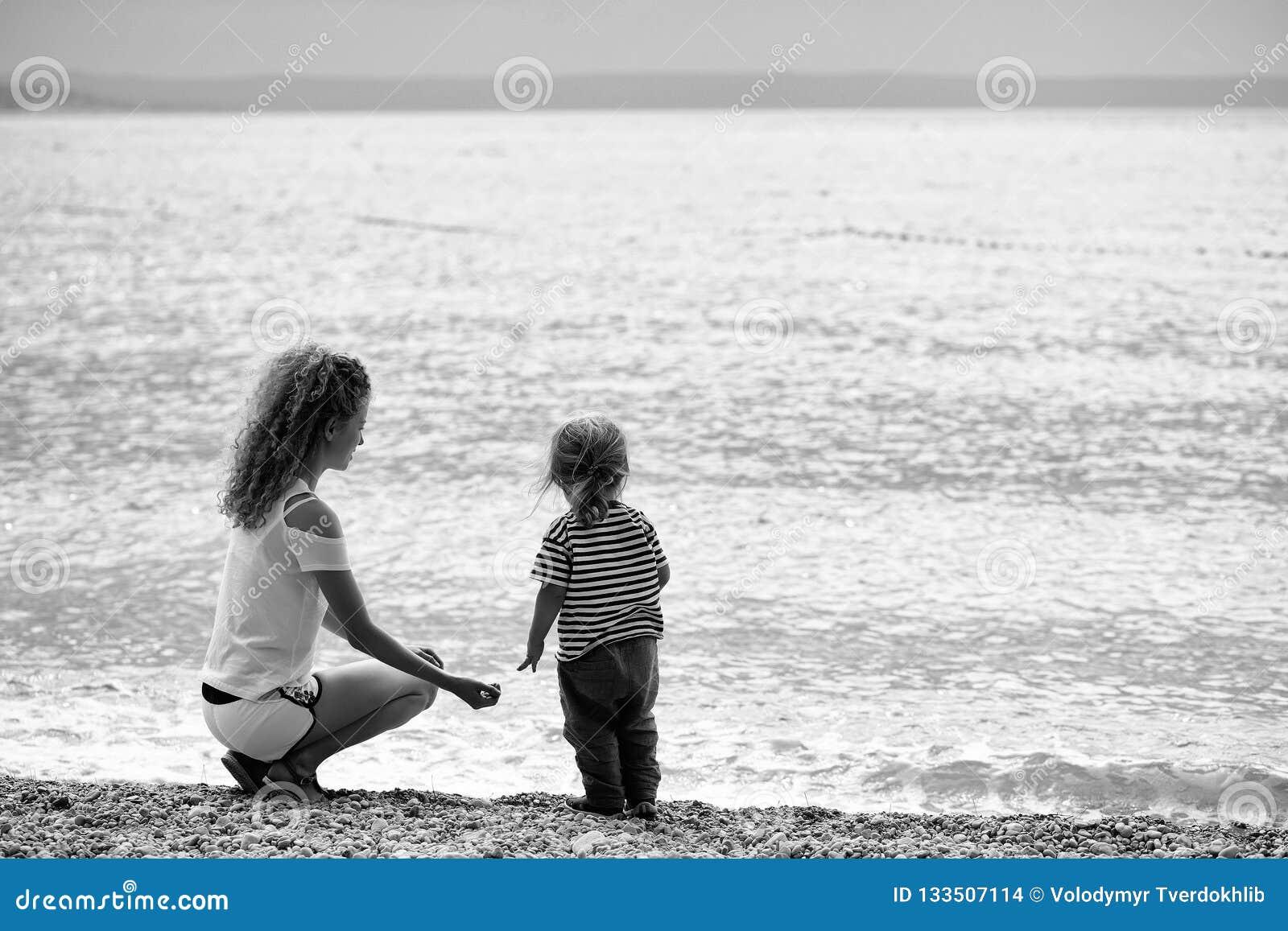 Matka i syn na plaży