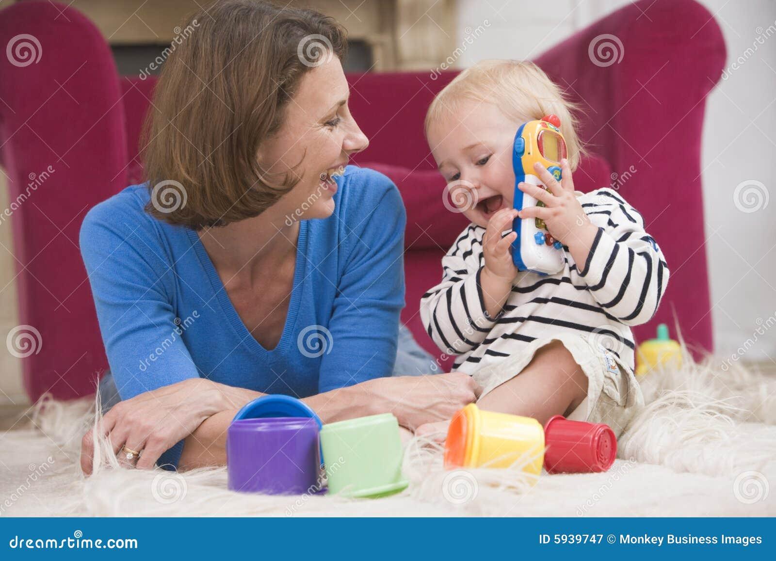 Matka utrzymania dziecka odgrywa pokój