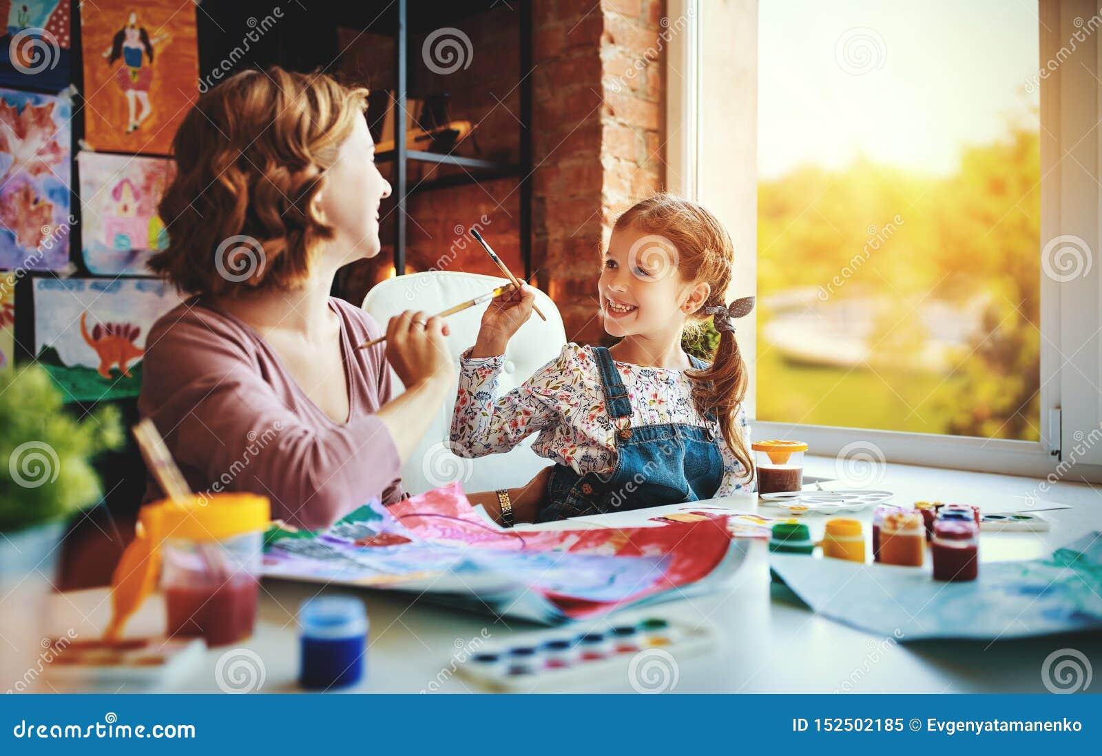 Matki i dziecka córki obrazu remisy w twórczości w dziecinu
