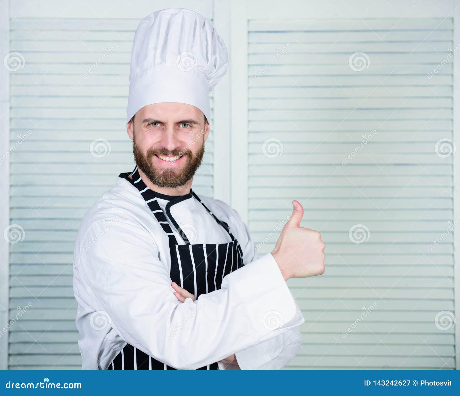 Matlagning är min passion Yrkesmässigt i kök kulinarisk kokkonst Kock i restaurang kock som är klar för att laga mat säkert