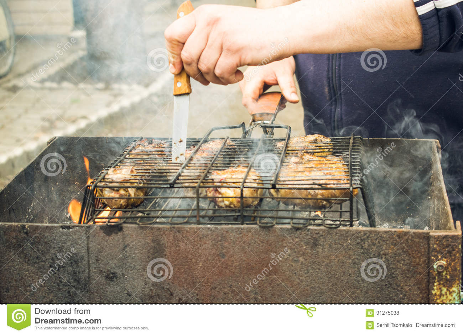 Matlagningmeat på grilla