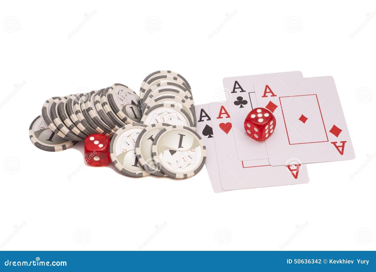 Matrices rouges de casino, quatre as jouant des cartes et des puces de casino