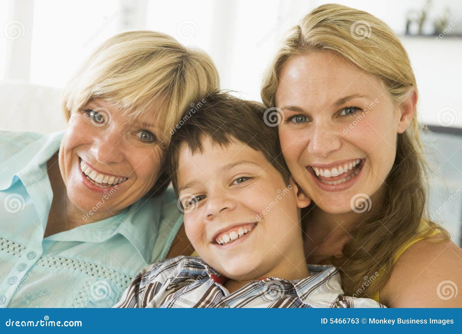 Matriz com a filha e o filho acima crescidos