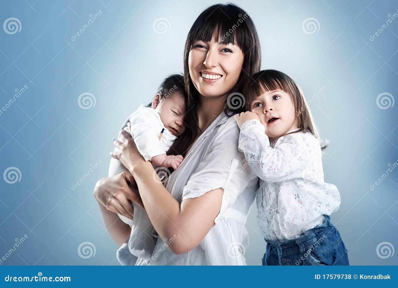 Matriz e crianças felizes