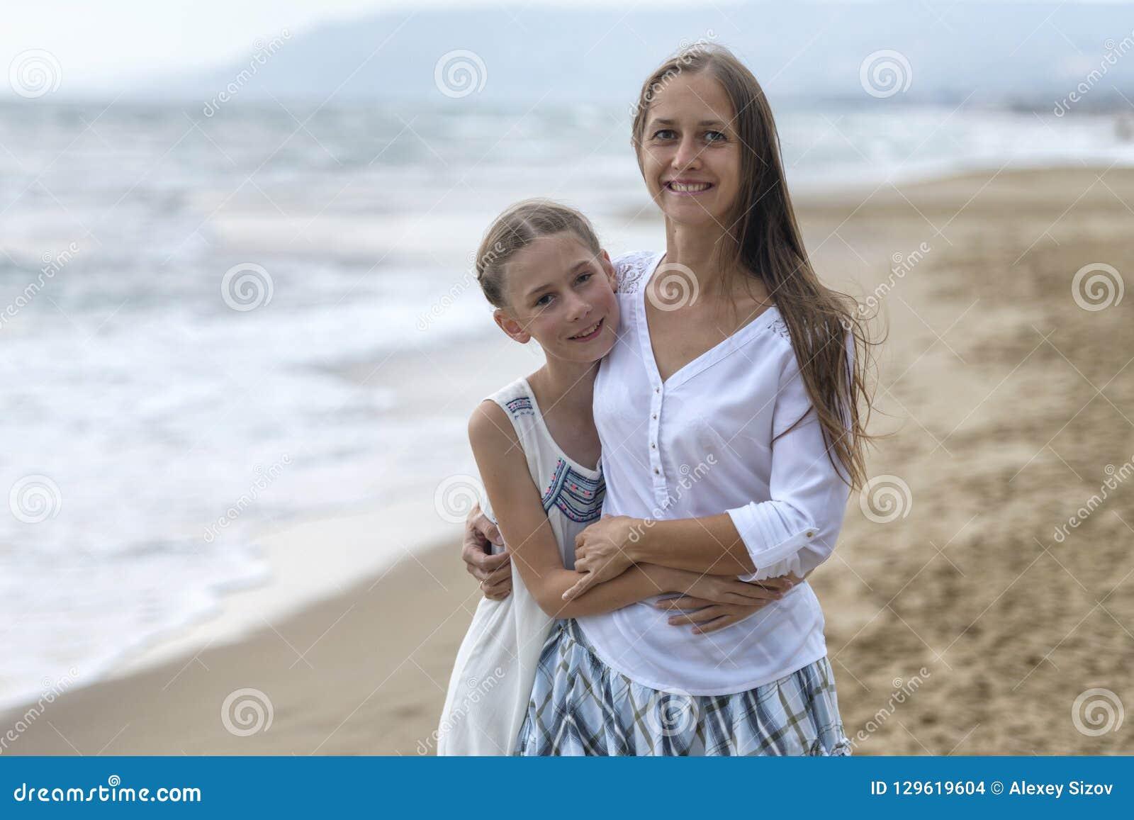 Matriz e filha na praia