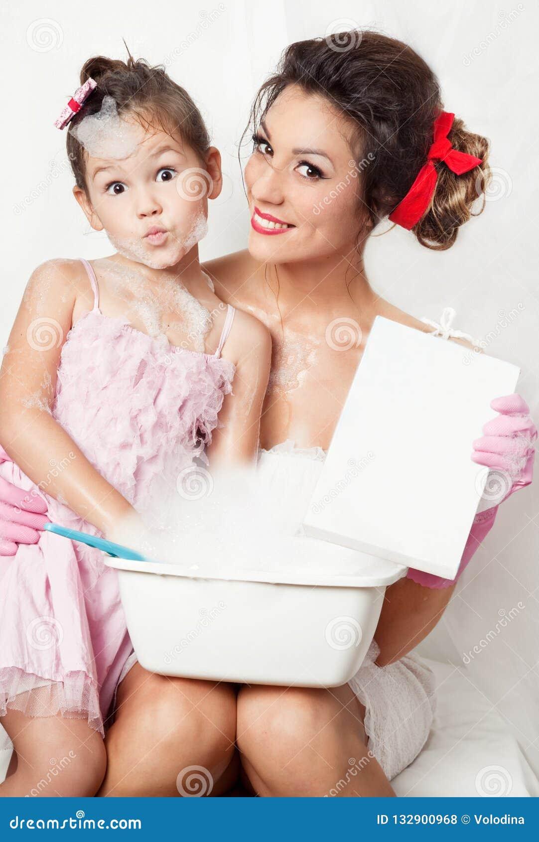 Matriz e filha que fazem a lavanderia