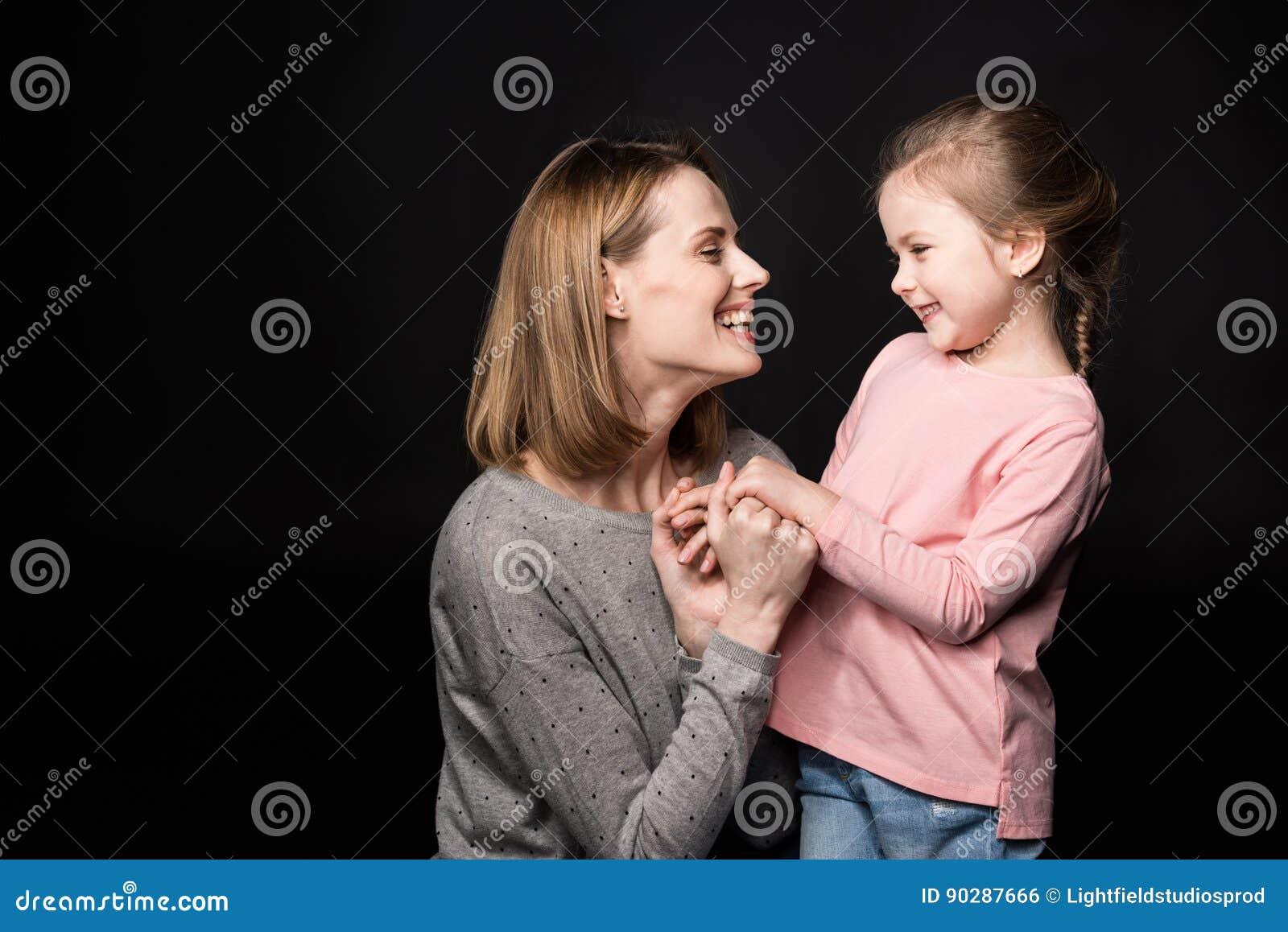 Matriz feliz com filha