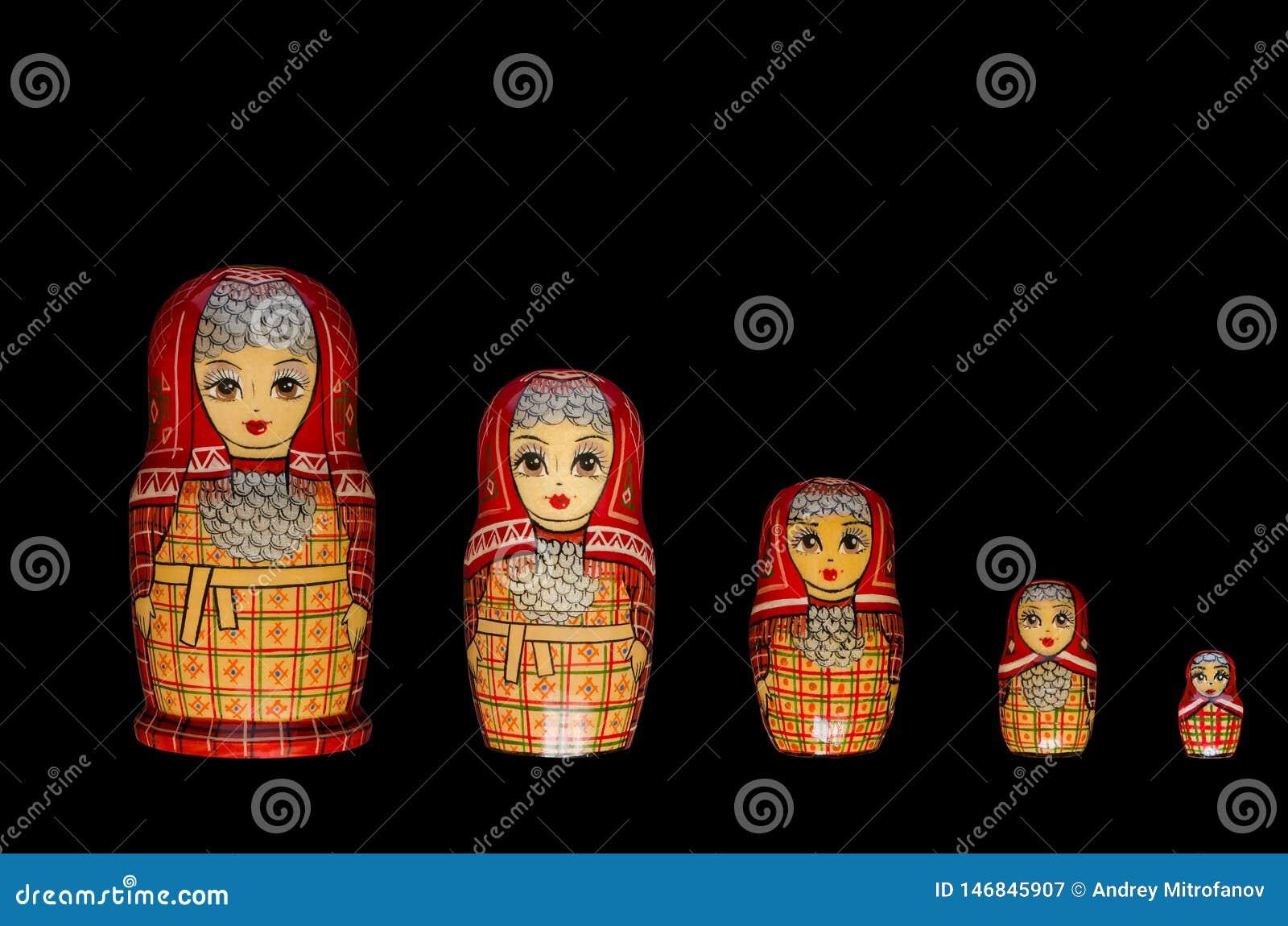 Matryoshka Cinq poup?es rouges