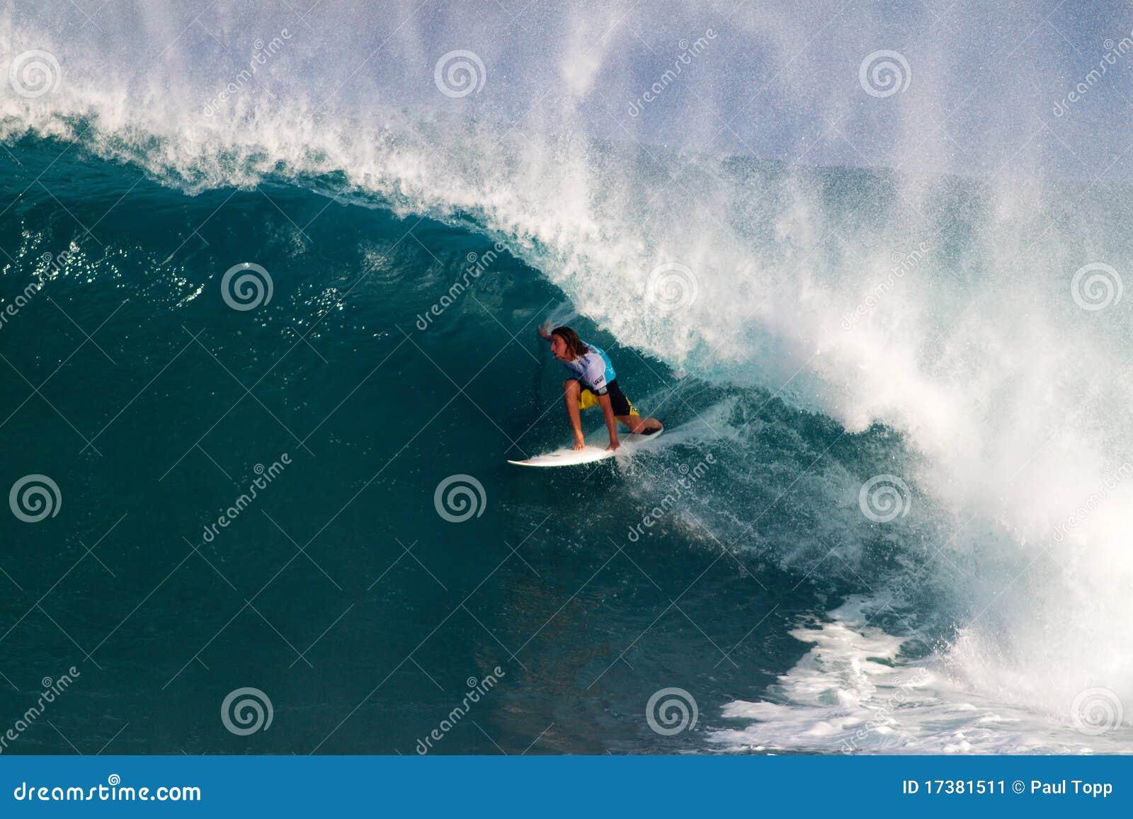 Matt Wilkinson que surfa nos mestres do encanamento