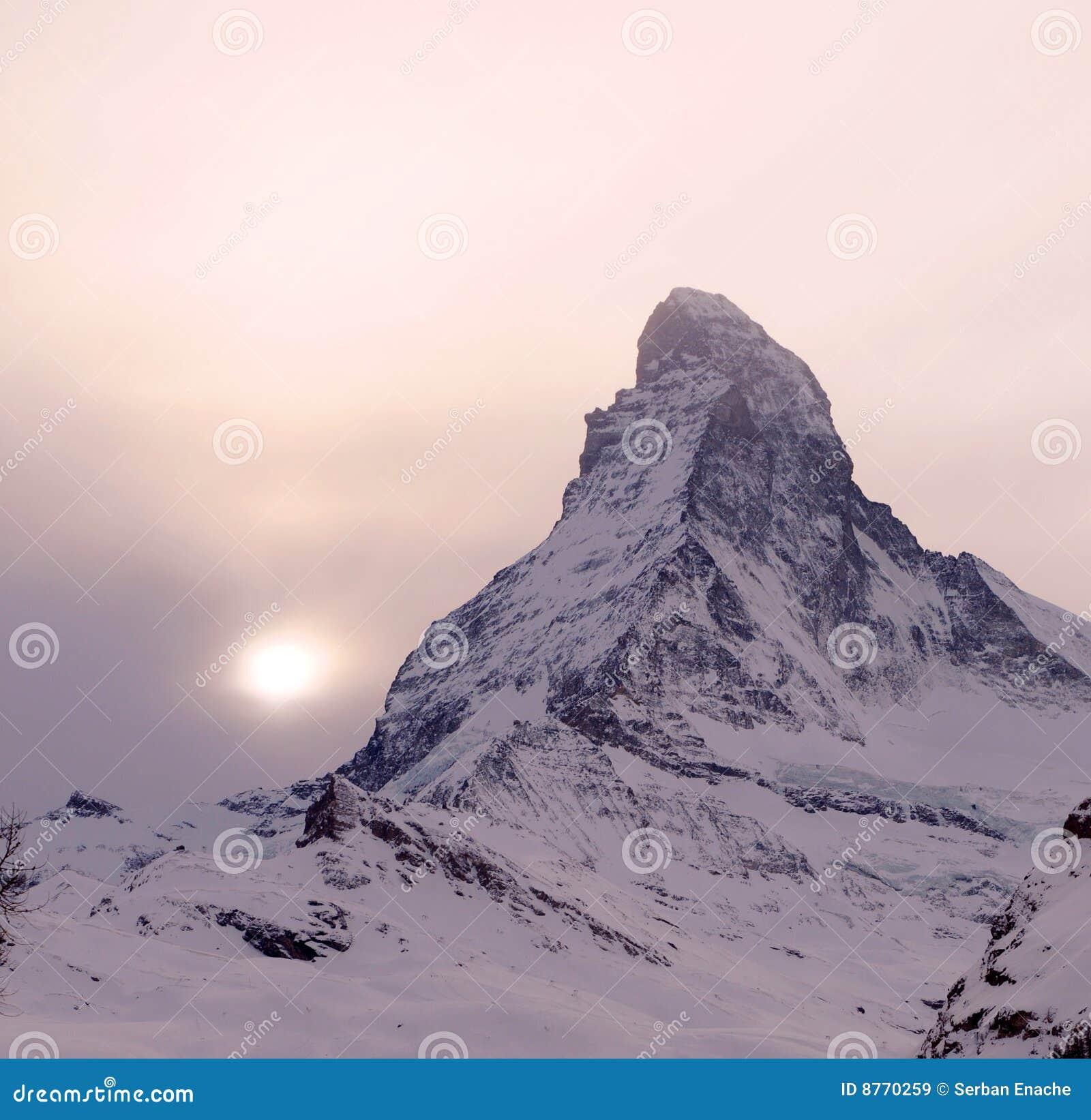 Matterhorn над заходом солнца