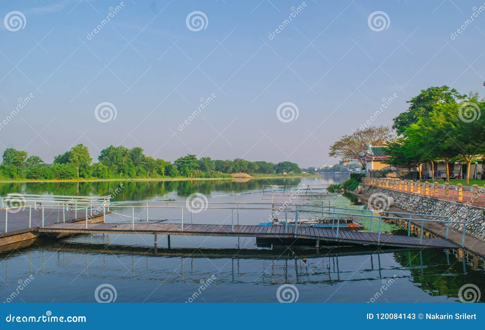 Mattina al fiume Kwai, Kanchanabur Tailandia