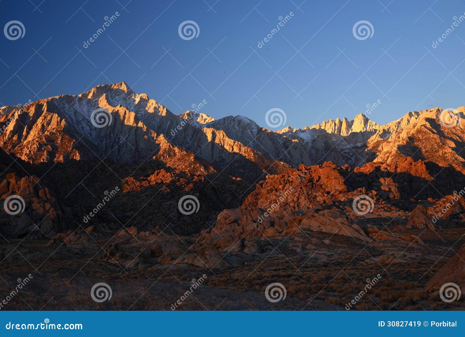 Mattina alla sierra montagna di California