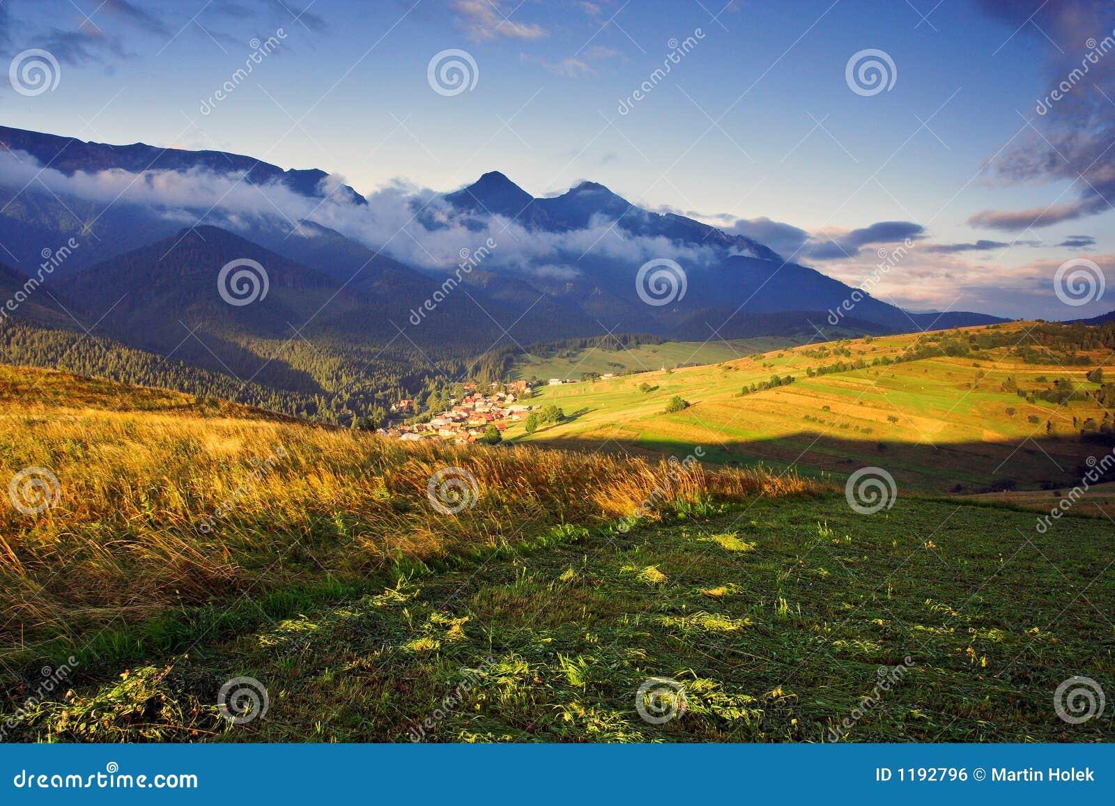 Mattina di estate in alto Tatras (Vysoké Tatry)