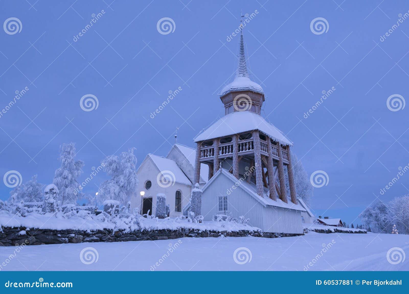 Mattmar中世纪教会vinter晚上