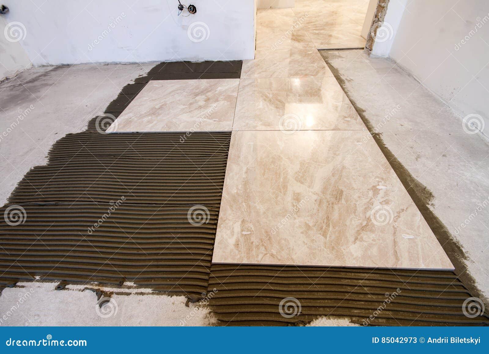 Mattonelle di ceramica installazione delle piastrelle per
