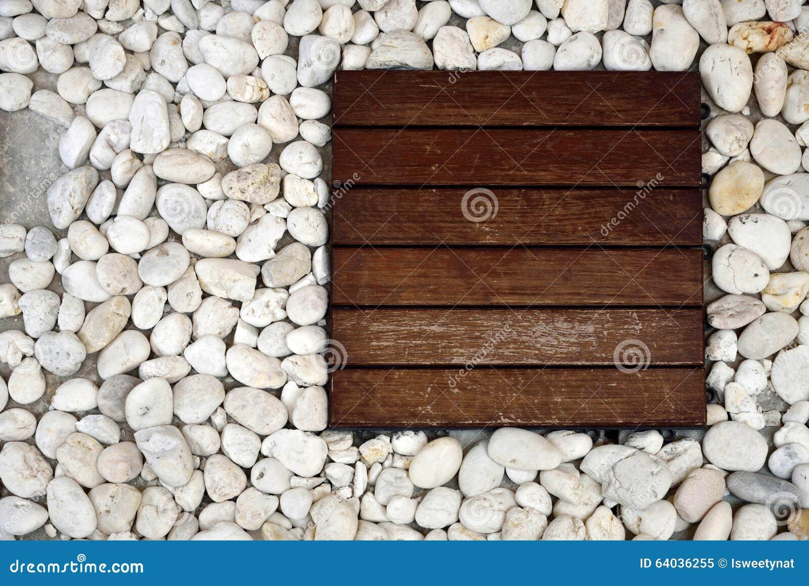 Mattonelle di legno e ciottoli bianchi immagine stock for Ciottoli bianchi
