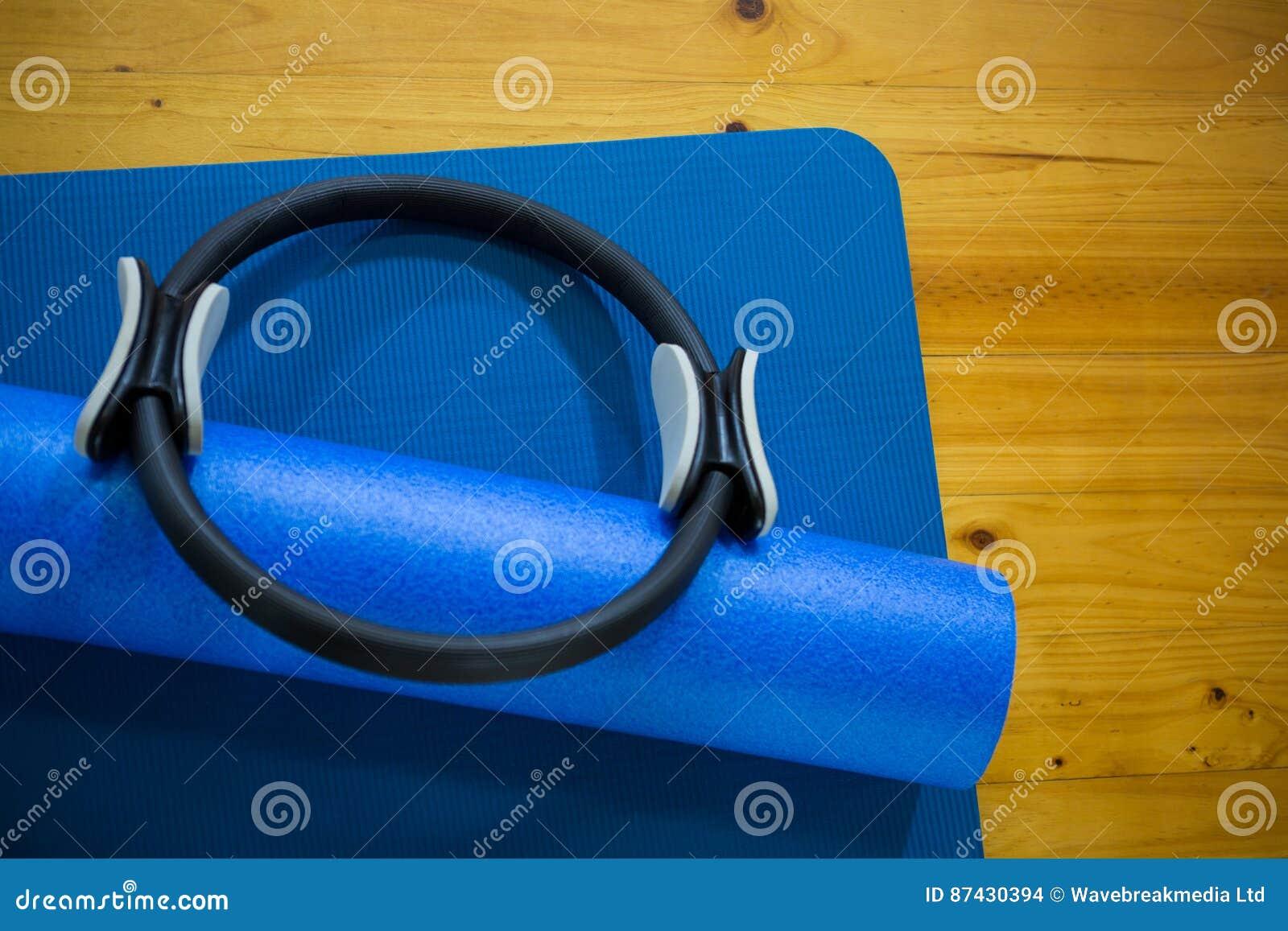 Mattt för för Pilates cirkel som och övning hålls på trägolv