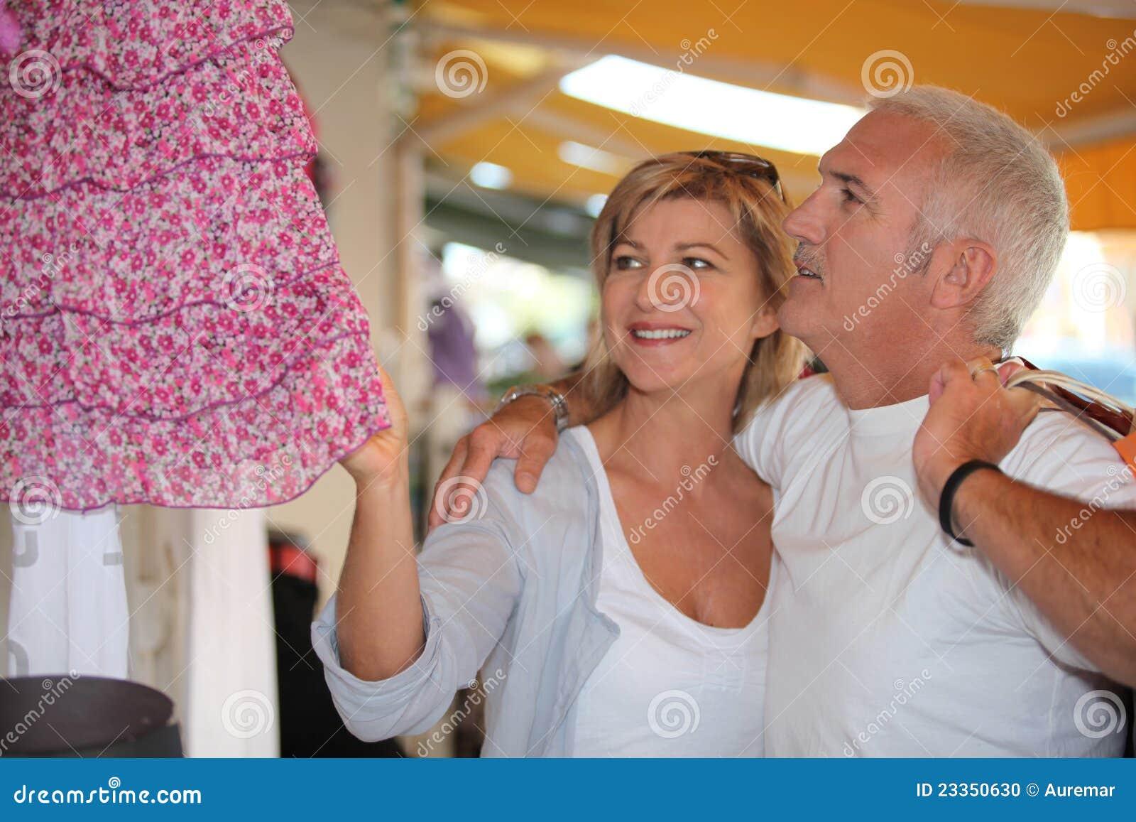 mature-couple-clothing-store-23350630.jpg