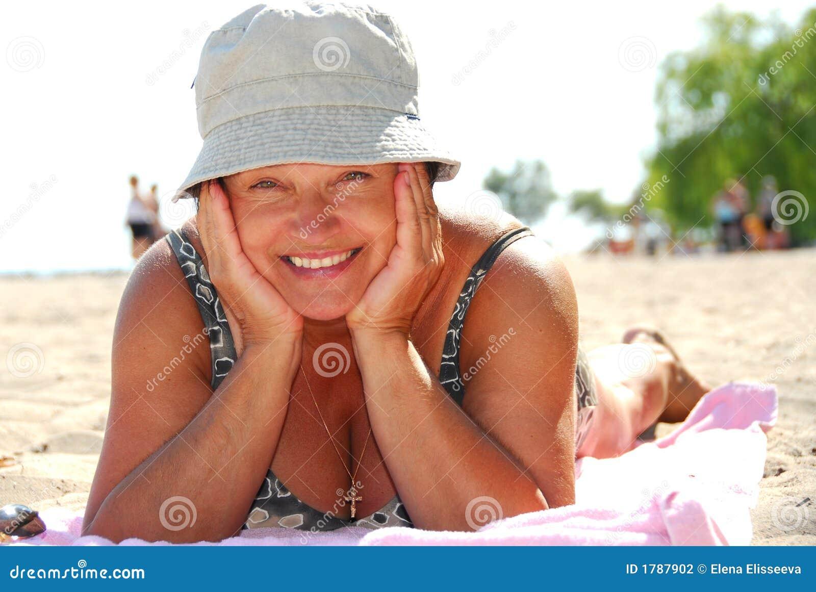 Фото пожилой женщины в купальниках 6 фотография