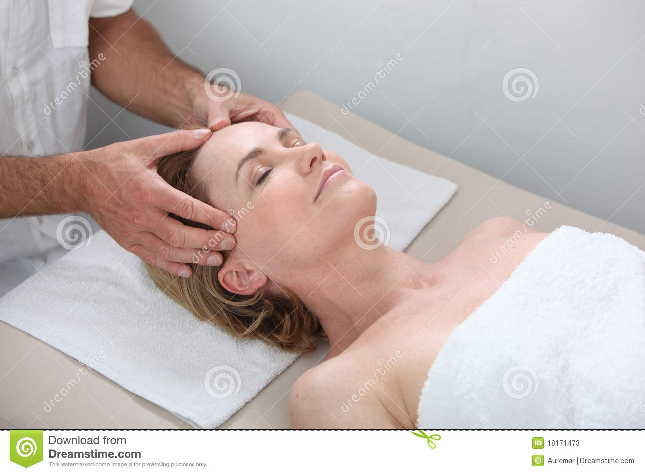 How adding facial massage to your cleansing routine