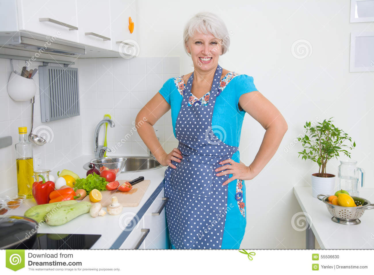 Mature women kitchen