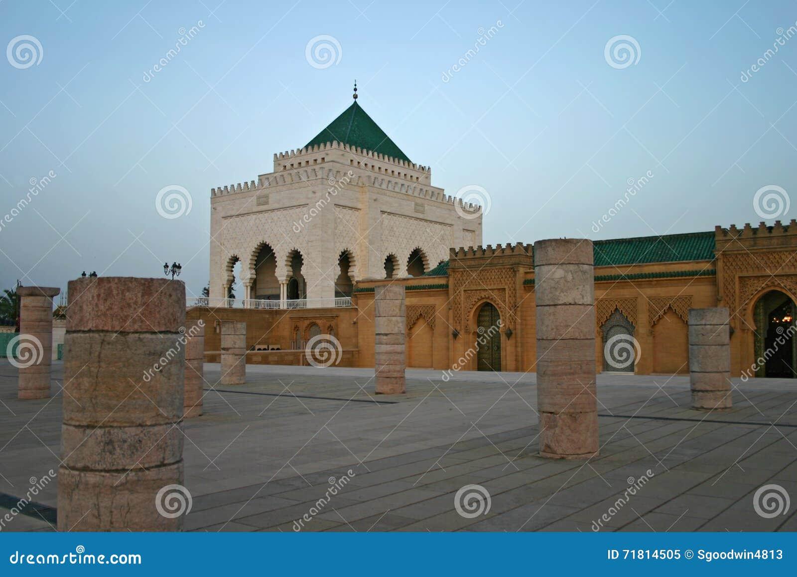 Mausoléu de Mohammed V na esplanada de Yacoub al-Mansour no Ra