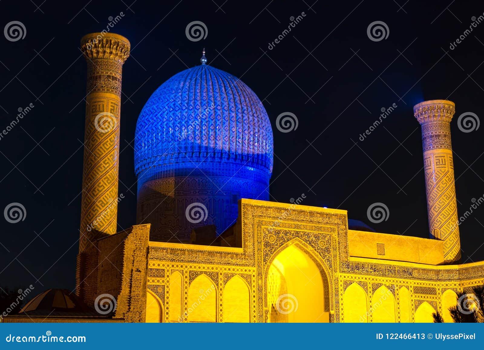 Mausoleo del emir de Gur-e de Tamerlán en la noche - Samarkand, Uzbekistán