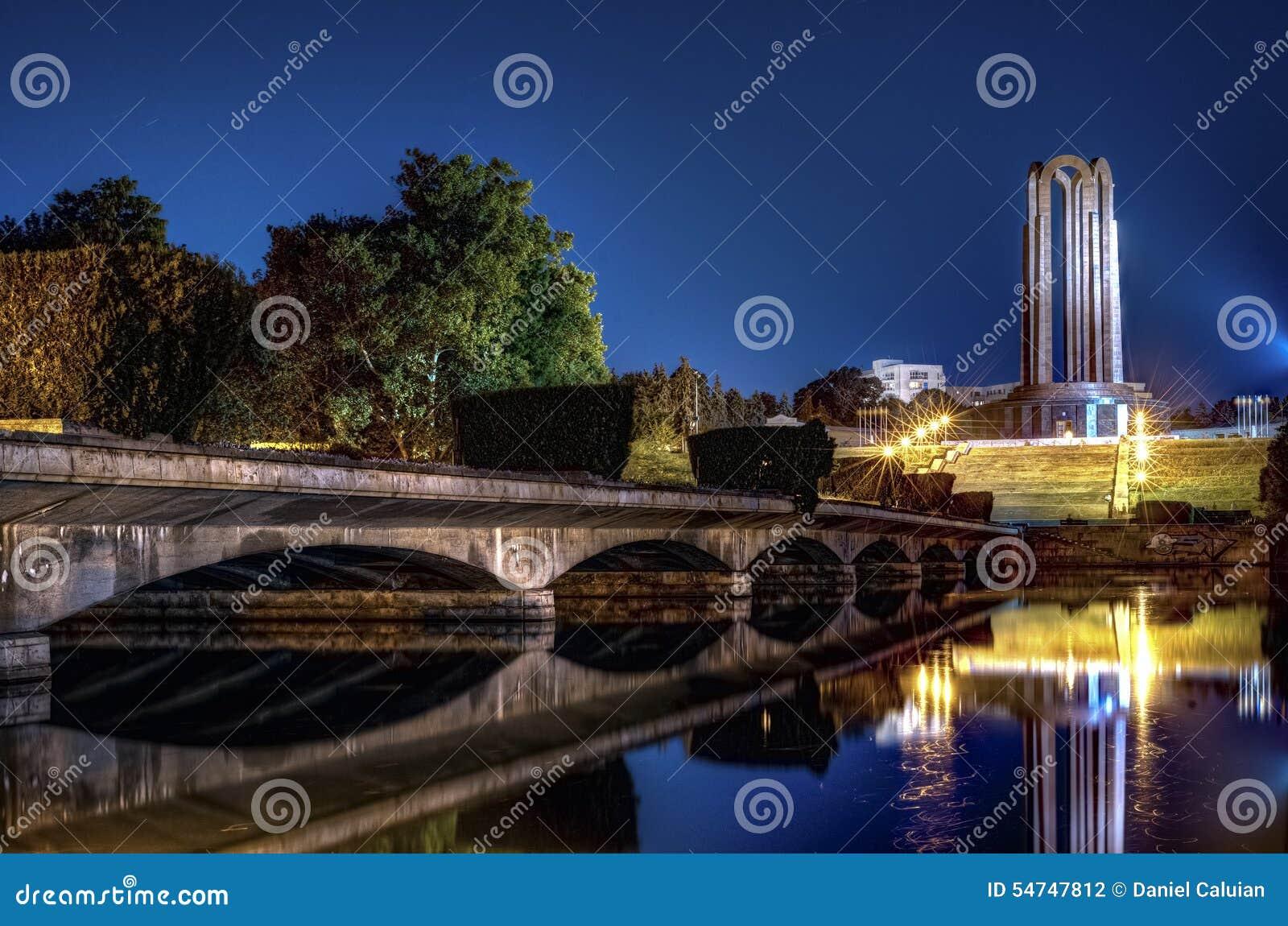 mausoleum-romanian-heroes-carol-park-buc