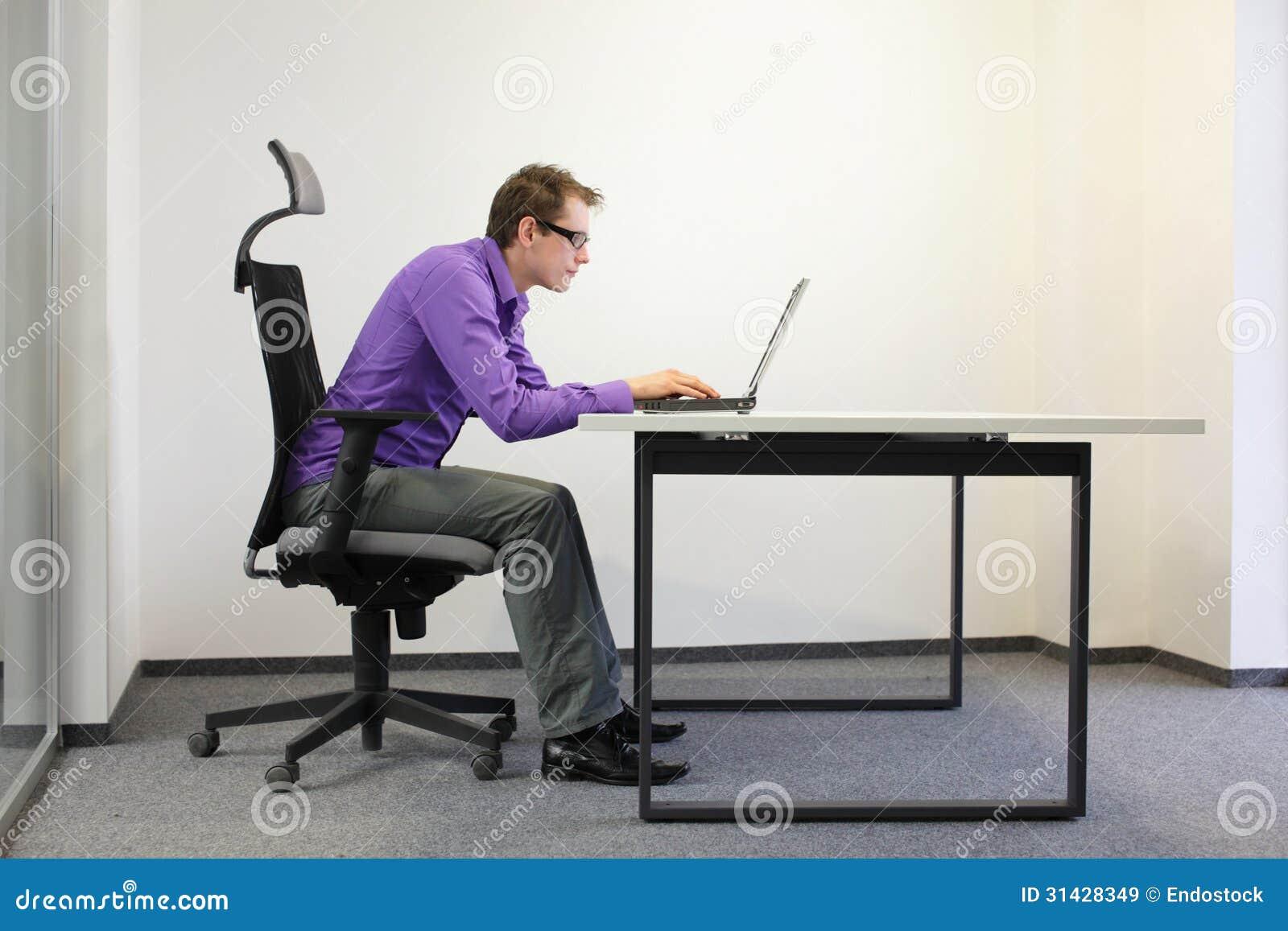 Mauvaise Position D Assise D Homme D Affaires Myope 224 L