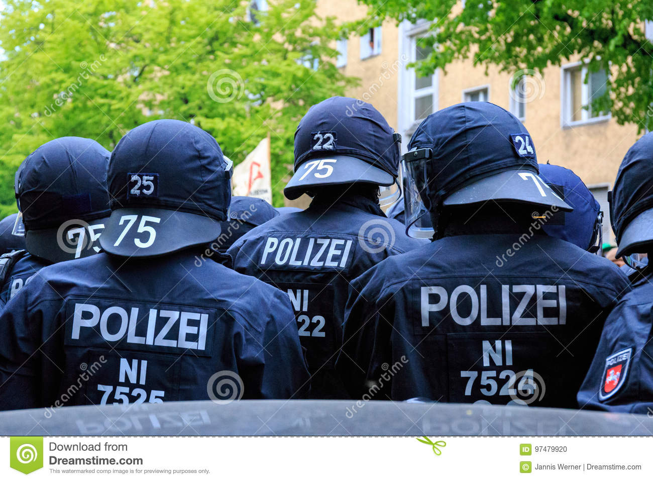 [img]https://thumbs.dreamstime.com/z/may-day-berlin-germany-riot-police-state-lower-saxony-deployed-germany-97479920.jpg[/img]